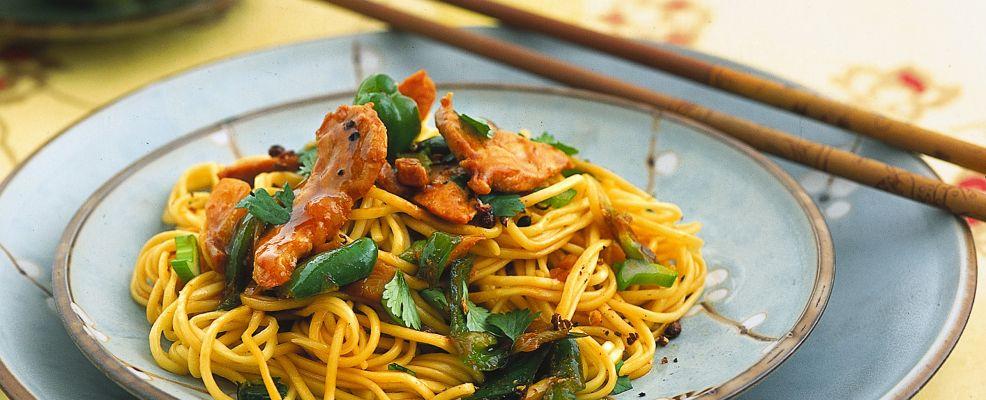 noodles-saltati-con-maiale-e-verdure-986x400